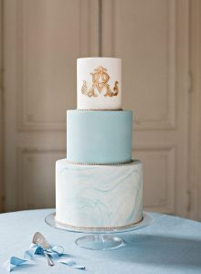 torta nuziale con monogramma